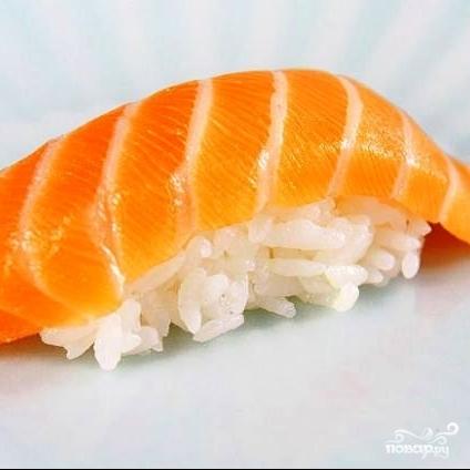 Суши с лососем - фото шаг 11