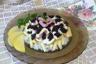 Креветки с рисом, яблоком и черносливом