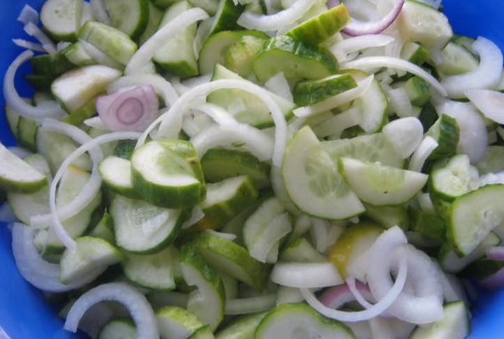 Салат из огурцов на зиму без закатки - фото шаг 3