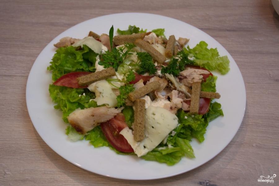 салат цезарь с курицей классический простой рецепт с фото