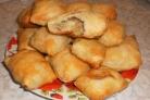 Пирожки из слоеного теста с грибами и картошкой