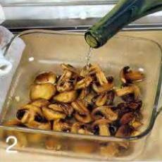 Шампиньоны с кедровыми орешками - фото шаг 2