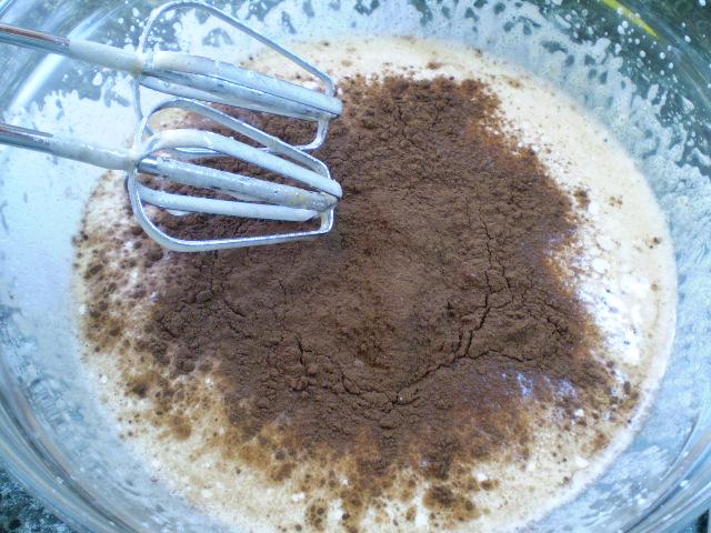 Воздушный шоколадный бисквит - фото шаг 4