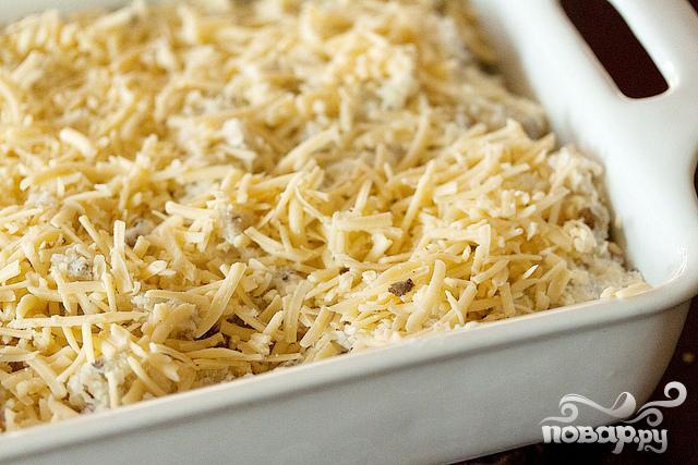 Запеченный картофель с луком, сыром и сметаной - фото шаг 5