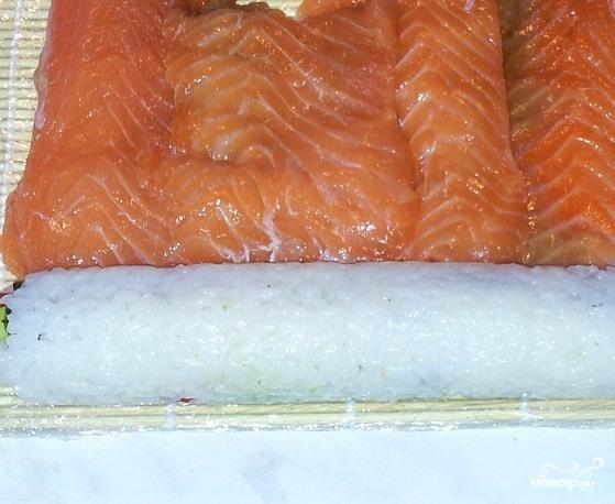 Роллы с лососем - фото шаг 4