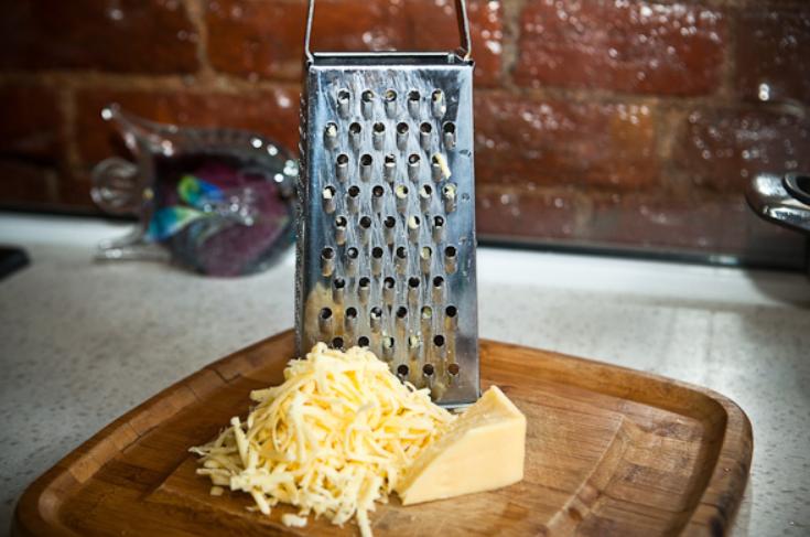 Свекла с чесноком и сыром - фото шаг 3