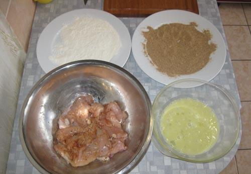 Куриный шницель в панировке - фото шаг 3