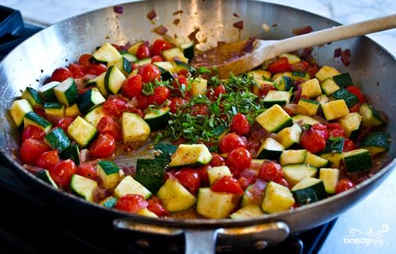 Тушеные кабачки с помидорами - фото шаг 5
