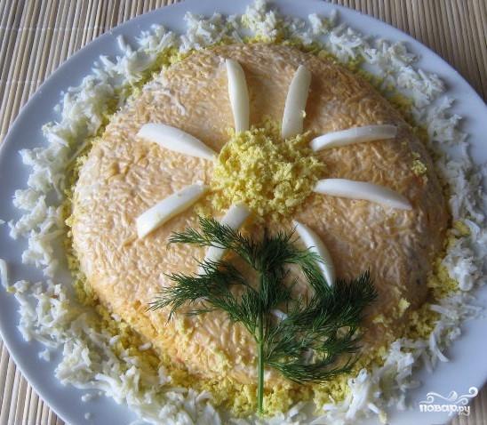 Салат из печени трески слоями - фото шаг 9