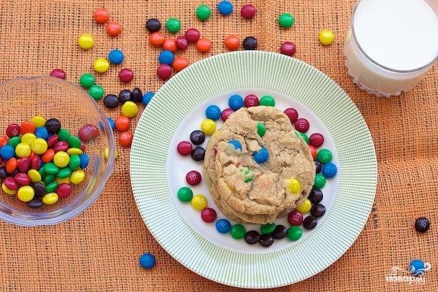 Печенье с конфетами MM's