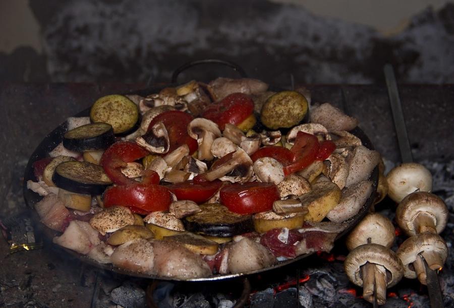 Садж из баранины с грибами и баклажанами - фото шаг 5