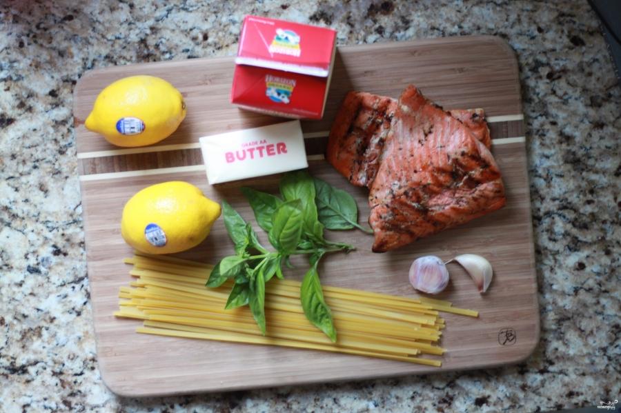 Фетучини с лососем в сливочном соусе - фото шаг 1