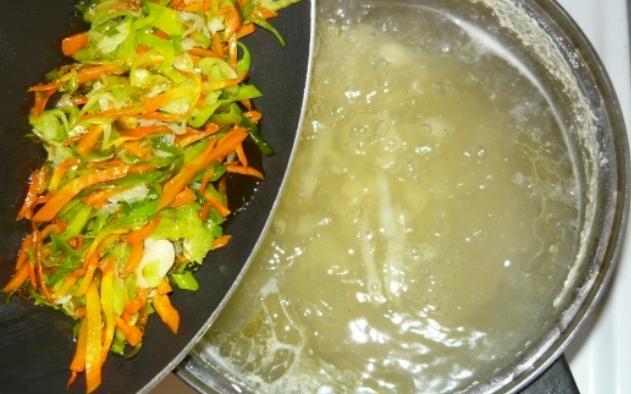 Куриный суп с омлетом - фото шаг 7