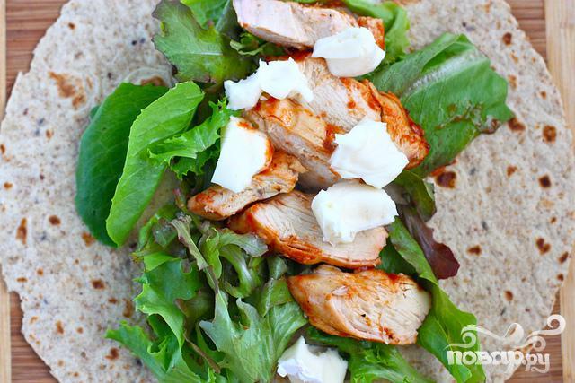 Лепешки с курицей, шпинатом и сыром Бри - фото шаг 3