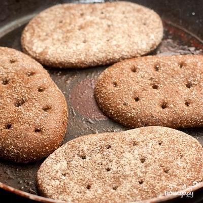 Домашний гамбургер с ржаным хлебом - фото шаг 8