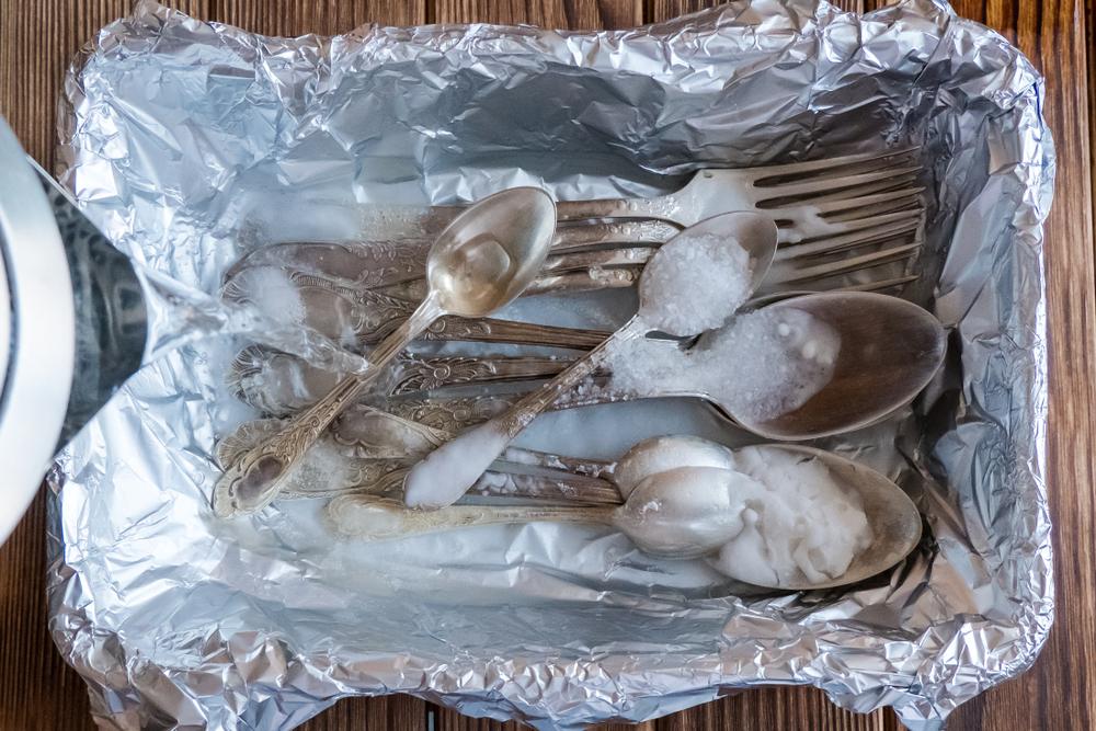 Чистка посуды кухонной содой