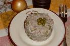 Простой салат с консервами рыбными