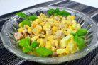 Салат из копченой курицы и ананаса