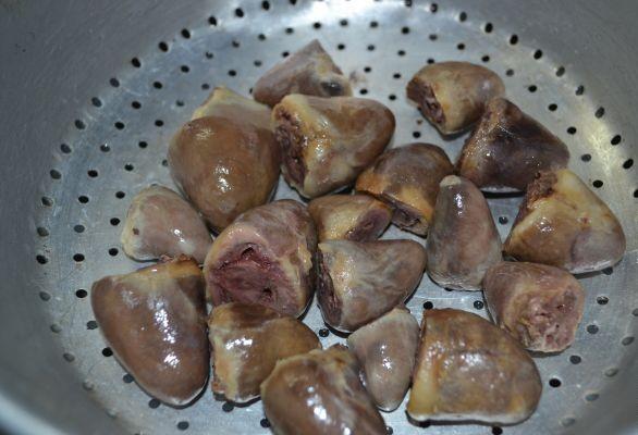 Рецепт Куриные сердечки с шампиньонами в сметане
