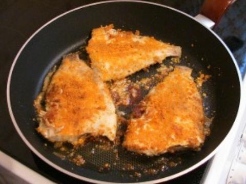 Рыба, жаренная под соусом - фото шаг 5