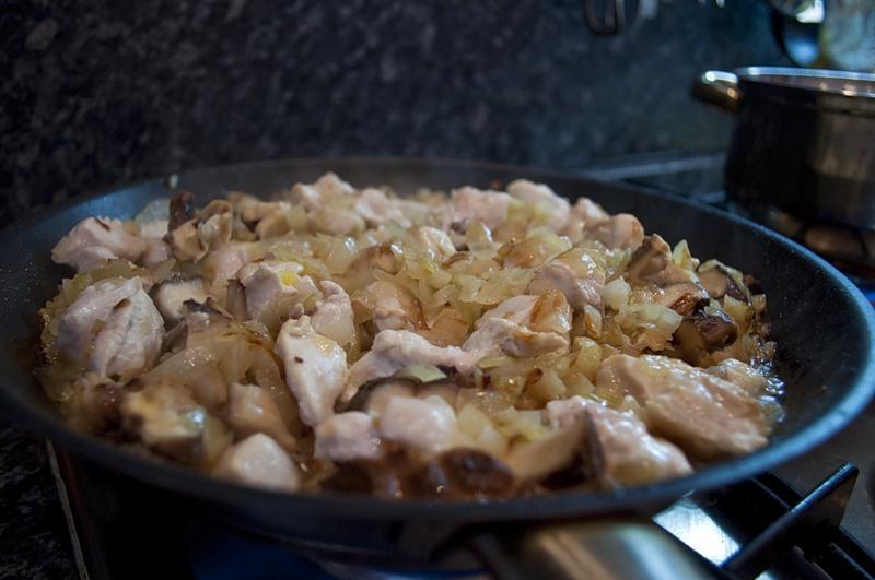 Курица с шампиньонами - фото шаг 4