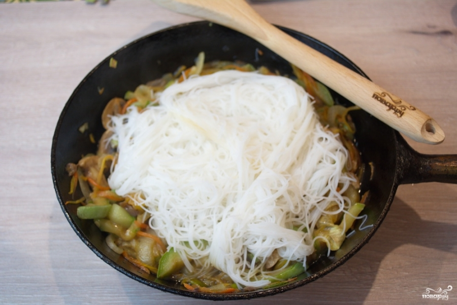 Рисовая лапша с овощами - фото шаг 7