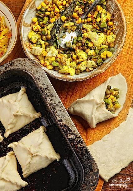 Слоеные пирожки с овощной начинкой - фото шаг 2