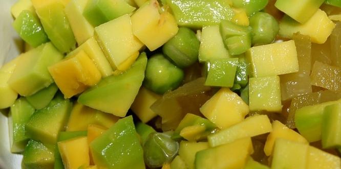 Салат с семгой и икрой - фото шаг 2