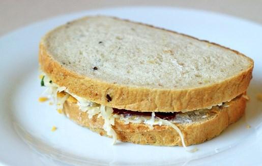 Бутерброды с сыром на сковороде - фото шаг 10
