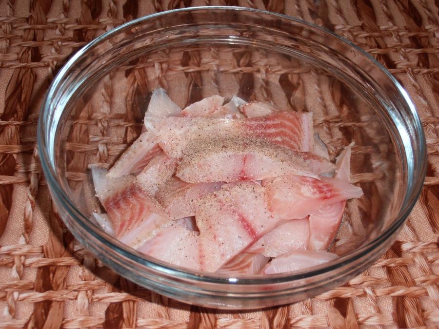 Рыба, тушеная в сметане - фото шаг 2