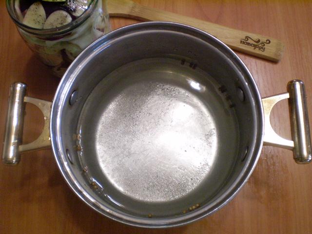 Маринованная капуста со свеклой и чесноком - фото шаг 7