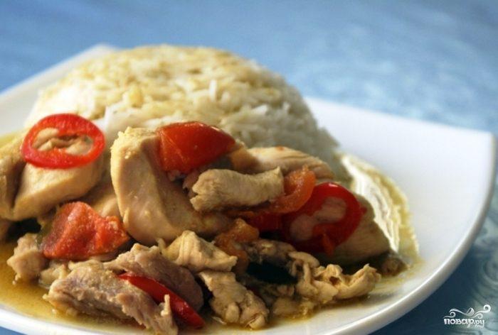 Куриные грудки с рисом и тайской пастой карри
