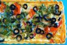 Пирог с сыром, помидорами и оливками