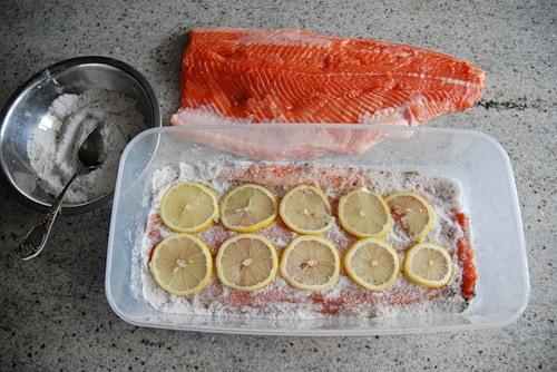 Засолка красной рыбы - фото шаг 2