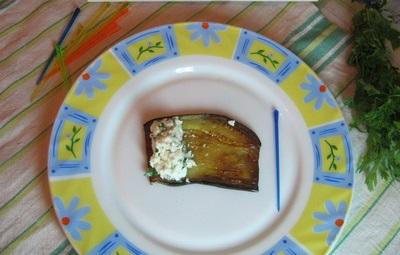 Рулеты из баклажанов с творогом - фото шаг 9