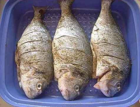 Рыба в фольге на гриле - фото шаг 5