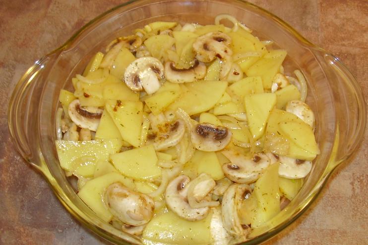 Запеченная картошка с грибами - фото шаг 5