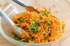 Салат из моркови и изюма