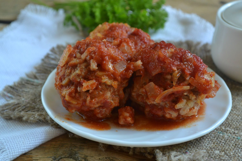 Тефтели с рисом под томатным соусом