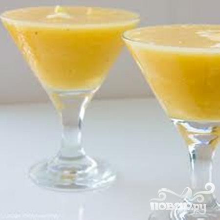 Витаминный напиток из ананаса и банана