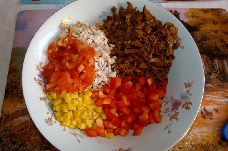 Салат с лисичками под сметаной - фото шаг 4