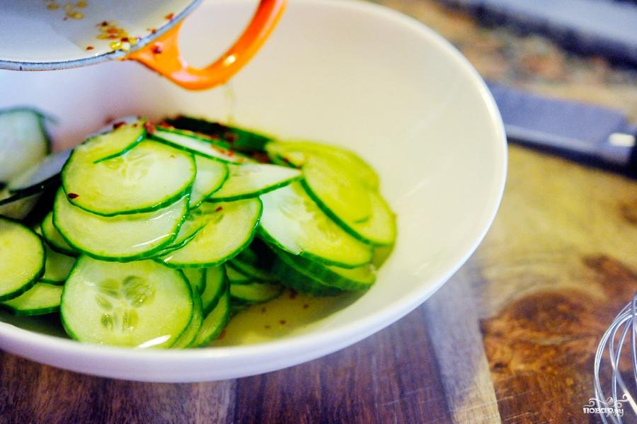 Салат из свежих огурцов - фото шаг 7