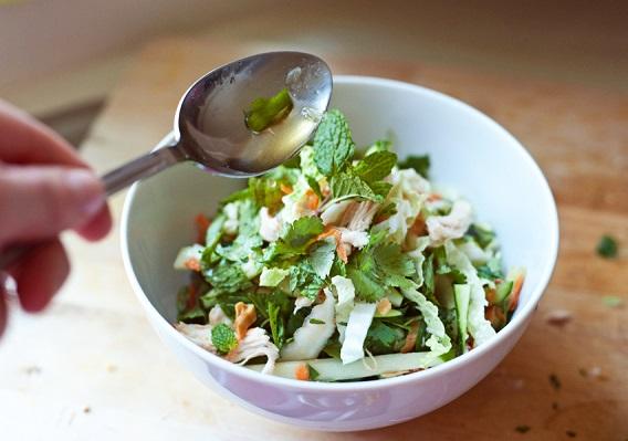 Простой салат из курицы - фото шаг 8