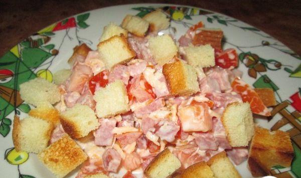 рецепт салата с колбасным сыром и фасолью