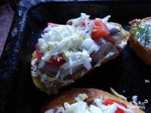 Горячие бутерброды под сыром - фото шаг 2