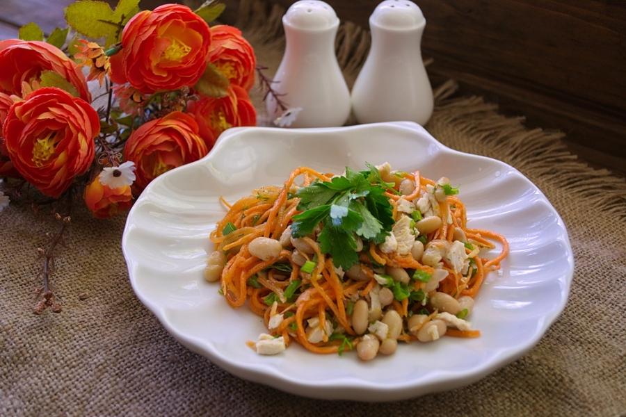 Салат с корейской морковью, курицей и консервированными шампиньонами