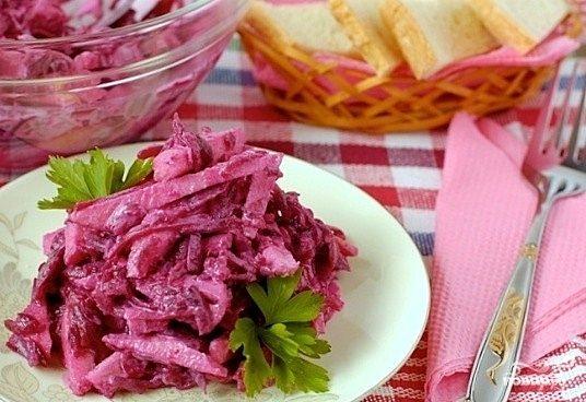 Салат из свежей свёклы
