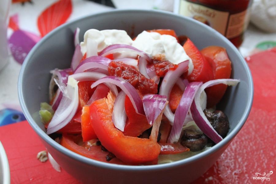 Легкий салат с лисичками и шампиньонами - фото шаг 6