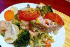 Лосось в духовке с овощами