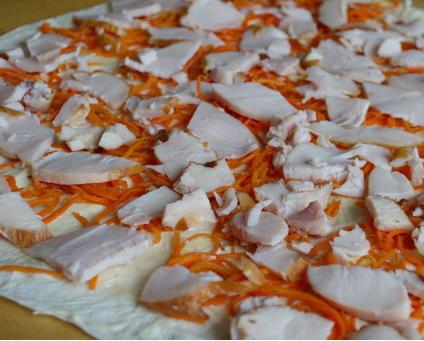 Рулет из лаваша, курицы и корейской моркови - фото шаг 2